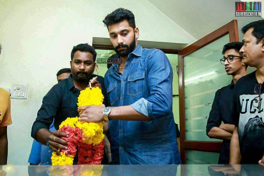 Arulnithi Pays Homage To Director J Mahendran