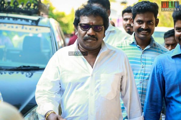Karunas Pays Homage To Director J Mahendran