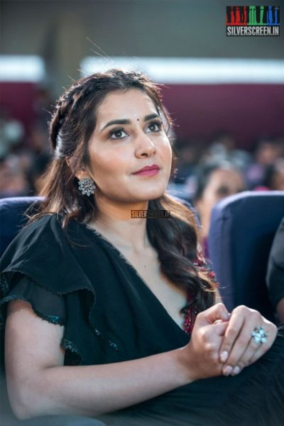 Raashi Khanna At The 'Mahila Ratna Awards'