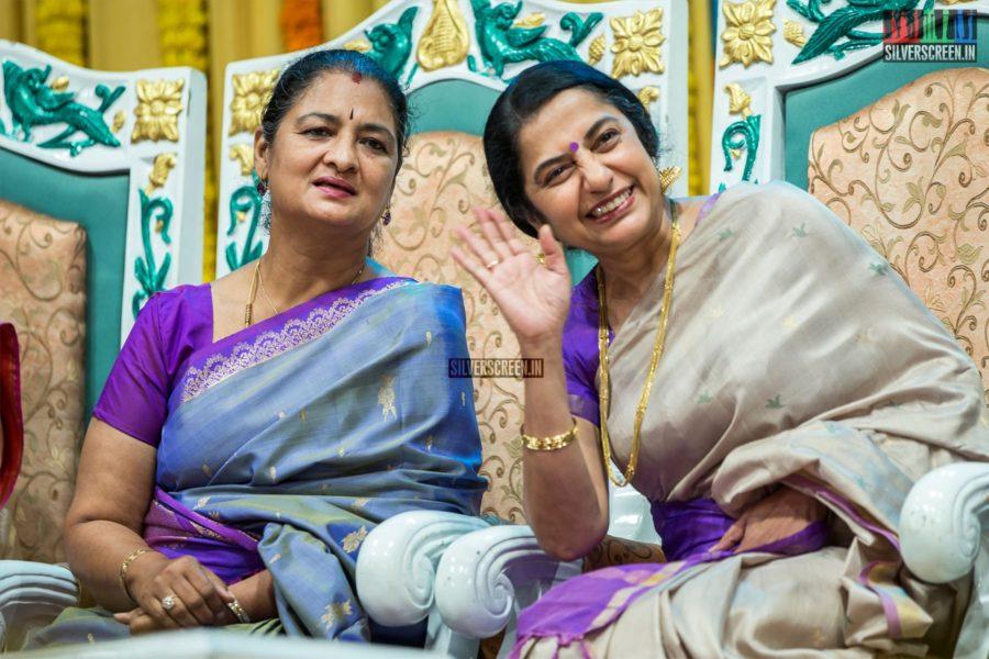 Suhasini Mani Ratnam At The 'Mahila Ratna Awards'