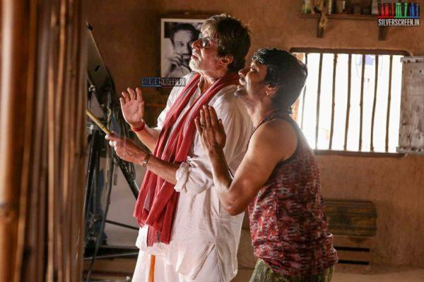 Uyarndha Manithan Movie Stills Starring Amitabh Bachchan, SJ Suryah