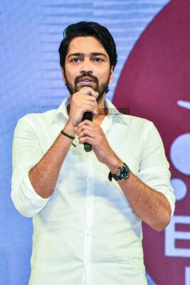 Celebrities At The 'Maharshi' Success Meet