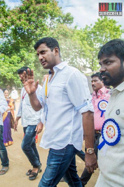 Vishal Votes In Nadigar Sangam Elections