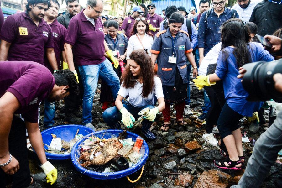 Esha Guta At A Clean Up Campaign In Mumbai