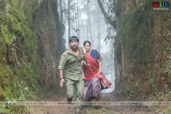 Kazhugu 2 Movie Stills Starring Kreshna, Bindu Madhavi