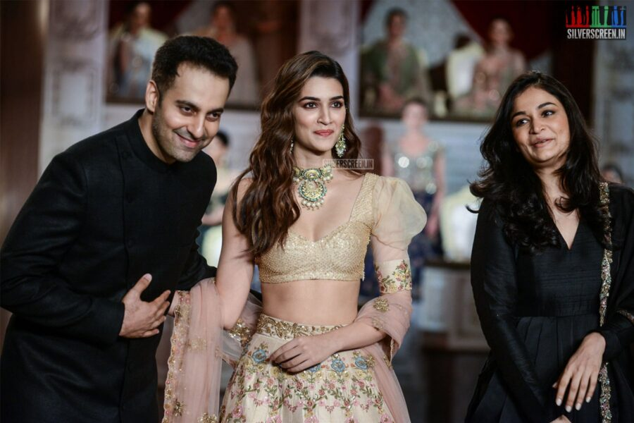 Kriti Sanon Walks The Ramp For Shyamal And Bhumika At India Couture Week