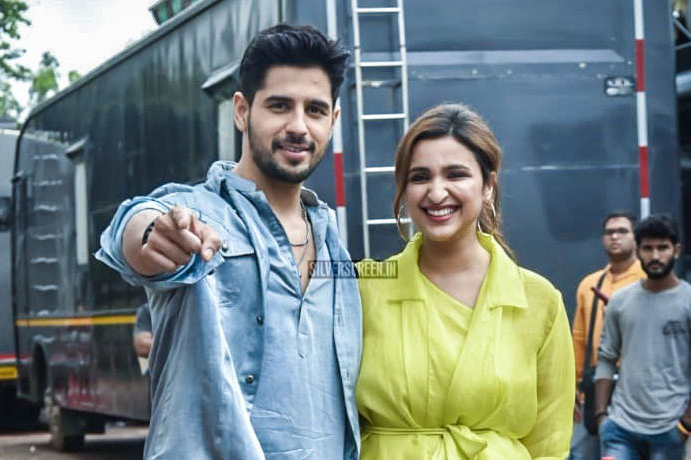 Sidharth Malhotra, Parineeti Chopra promote Jabariya Jodi On The Sets Of Dance India Dance