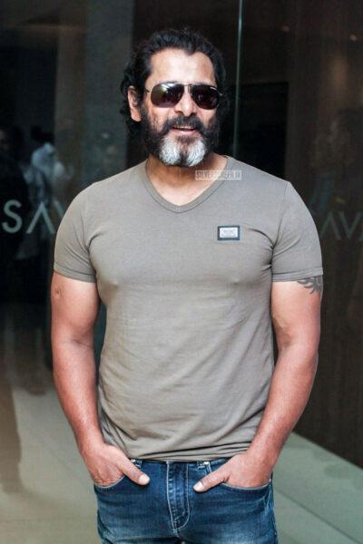 Vikram Promotes 'Mister KK'