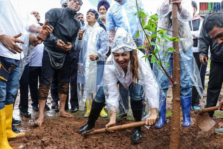 Tanishaa Mukerji, Jackie Shroff At The Earth Renewal Project By Stamp