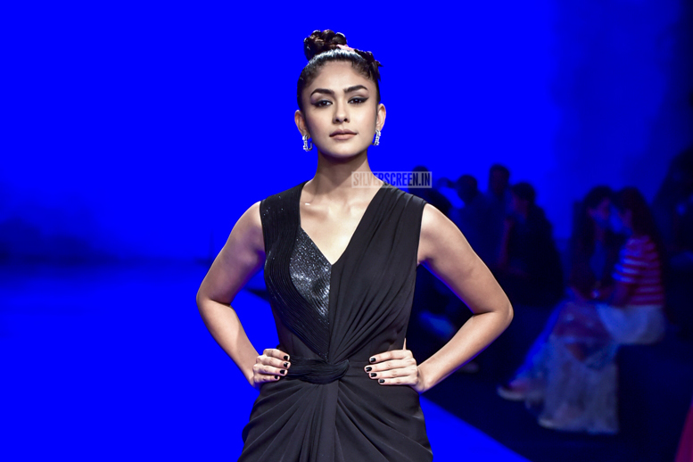 Mrunal Thakur Walks The Ramp For Amit Aggarwal At The Lakme Fashion Week 2019 - Day 1