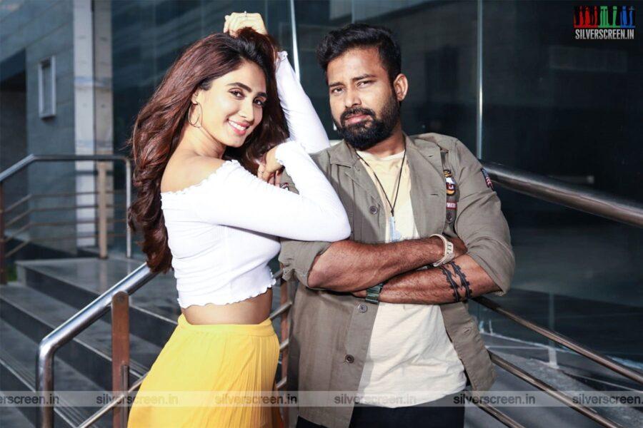 Naanum Single Thaan Movie Stills Starring Dinesh, Deepthi Thivesh