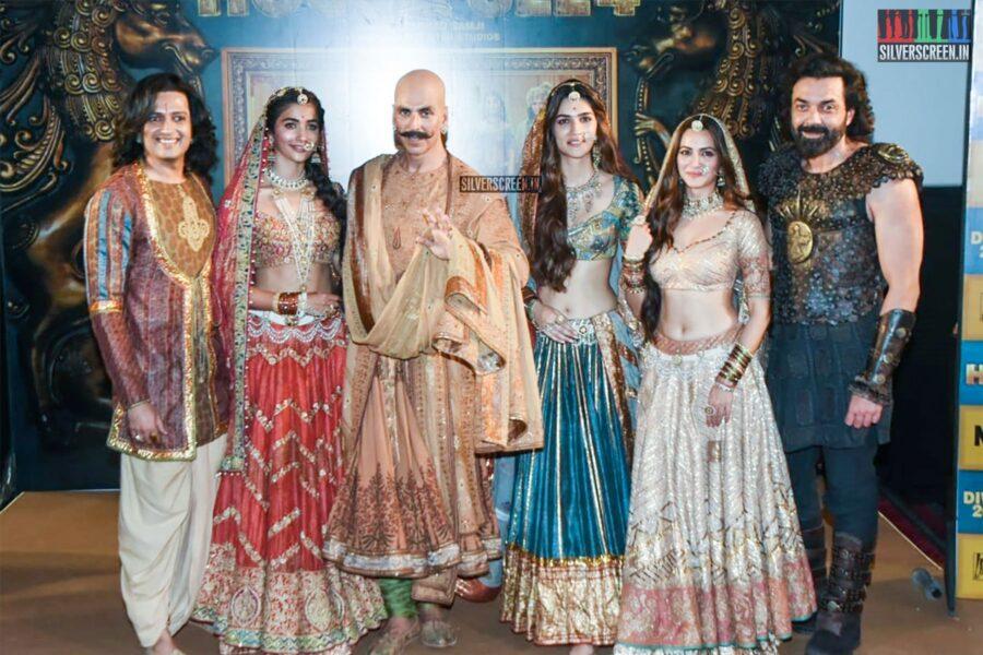 Akshay Kumar, Pooja Hegde, Kriti Sanon At The 'Housefull 4' Trailer Launch