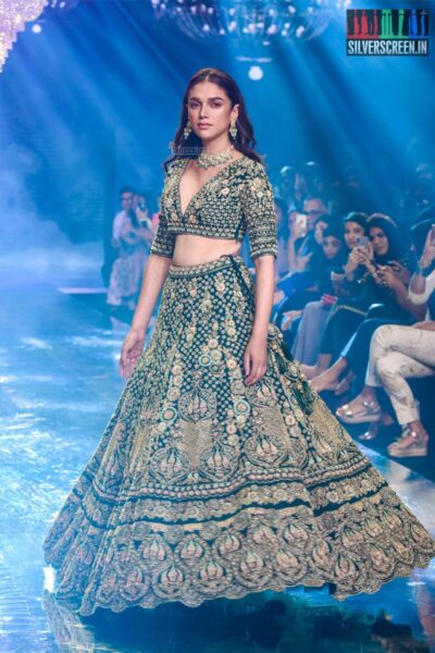 Aditi Rao Hydari Walks The Ramp For Kalki Fashions At The 'Bombay Times Fashion Week 2019'