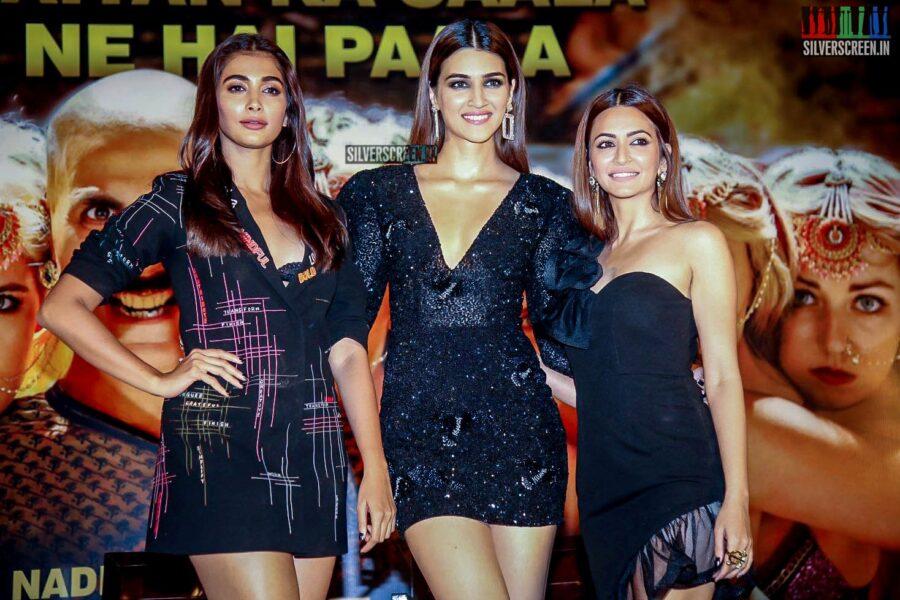 Pooja Hegde, Kriti Sanon, Kriti Kharbanda Promote 'Housefull 4' In Hyderabad