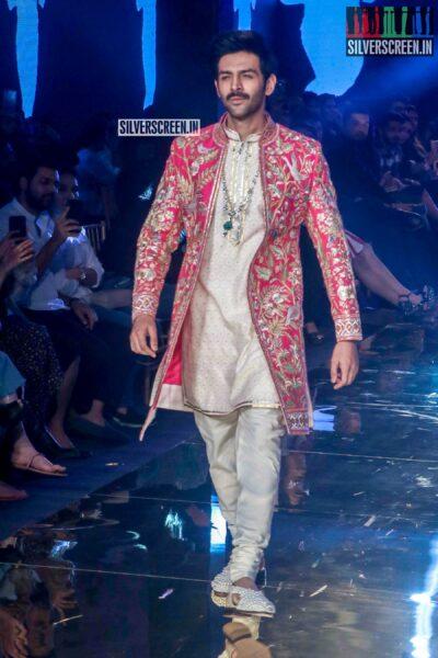 Kartik Aaryan Walks The Ramp For 'Abhu Jani And Sandeep Khosla'