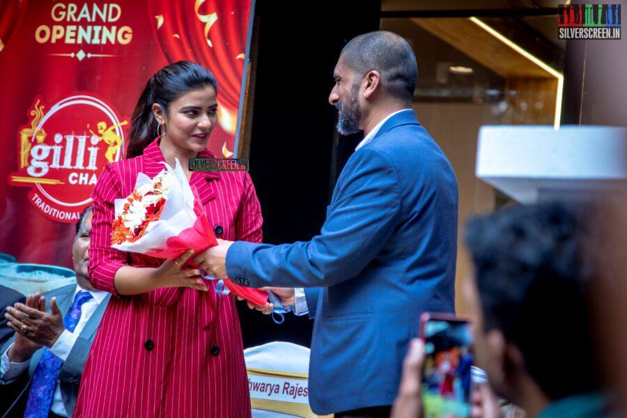 Aishwarya Rajesh At The Inauguration Of Gilli Chai
