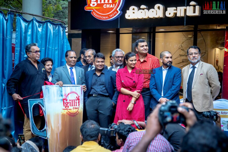 Aishwarya Rajesh, Nasser At The Inauguration Of Gilli Chai