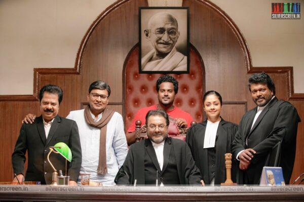 Ponmagal Vandhal Movie Stills Starring Jyothika, R Pandoaraja, R Parthiban, K Bhagyaraj, Prathap Pothen