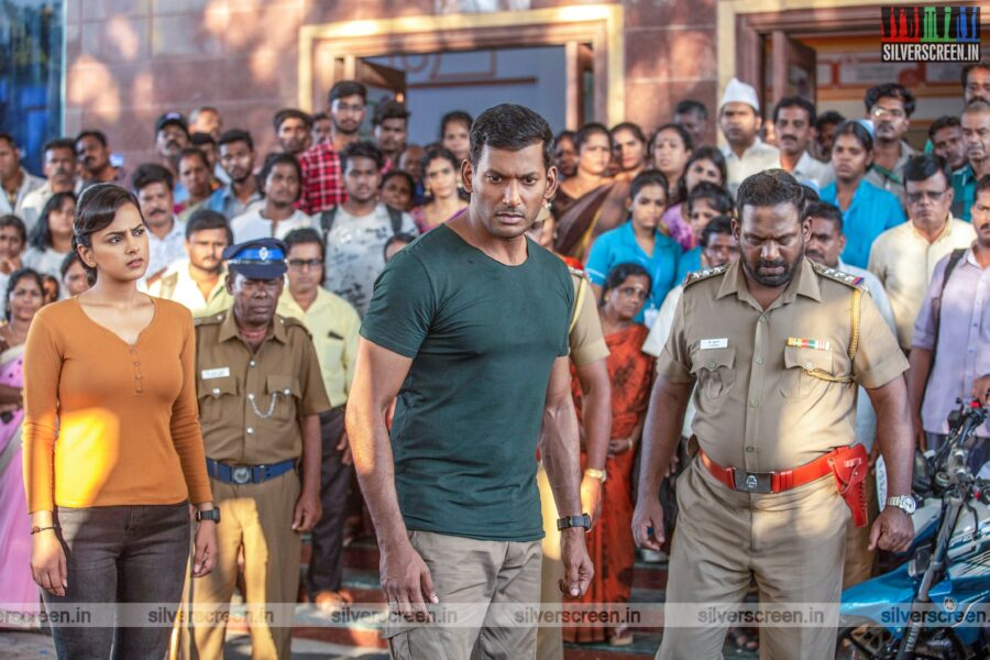 Chakra Movie Stills Starring Vishal, Shraddha Srinath
