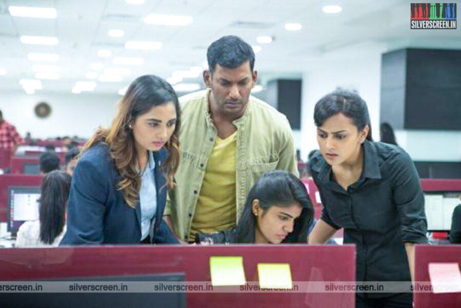 Chakra Movie Stills Starring Vishal, Shraddha Srinath