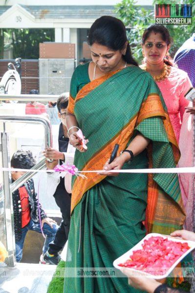 Kanimozhi At A Salon Launch In Chennai
