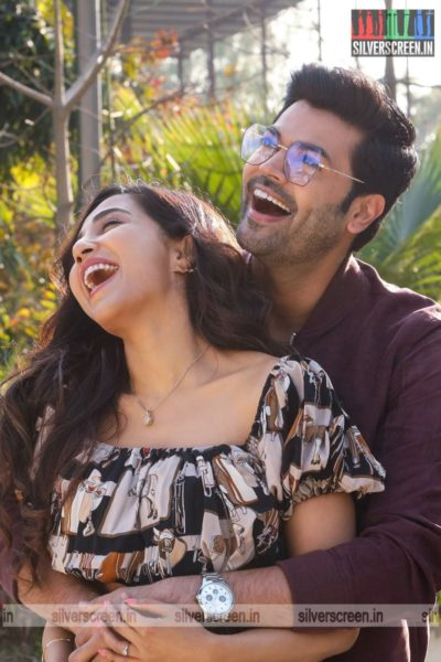 Un Paarvaiyil Movie Stills Starring Ganesh Venkatraman, Parvati Nair
