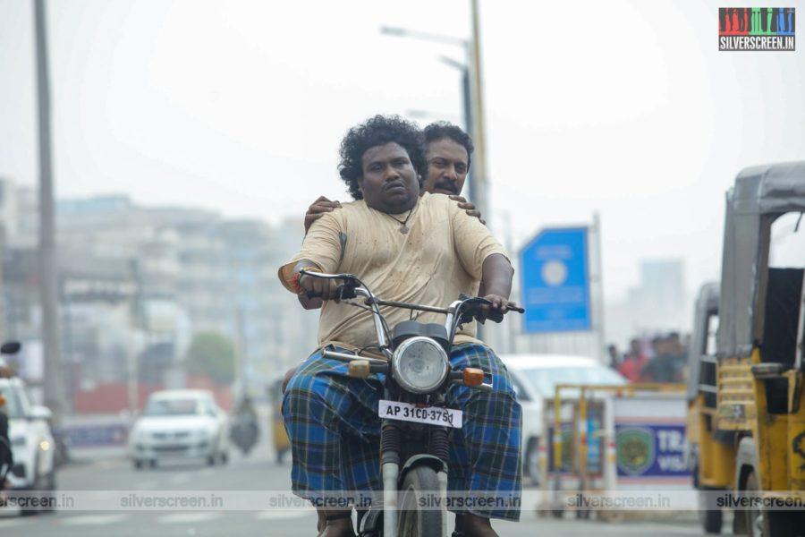 Vellai Yaanai Movie Stills Starring Samuthirakani, Yogi Babu