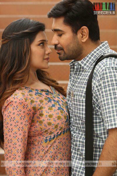 Kodiyil Oruvan Movie Stillls Starring Vijay Antony, Aathmika