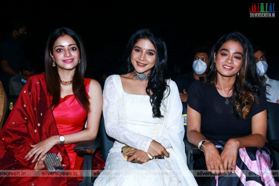 Janani Iyer,  Sanchita Shetty, Gaythrie At The Bagheera Press Meet
