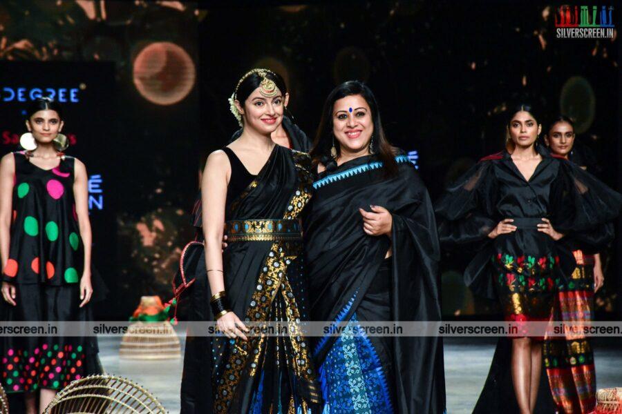 Divya Khosla Kumar walks the ramp for Sanjukta Dutta at the Lakme Fashion Week 2021