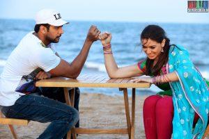 Hansika-Motwani-and-Jayam-Ravi-in-Romeo-Juliet-Movie-Stills